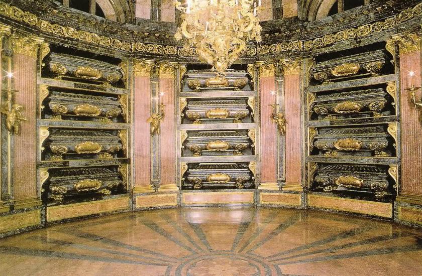 Resultado de imagen de panteon reyes El escorial. Felipe II.