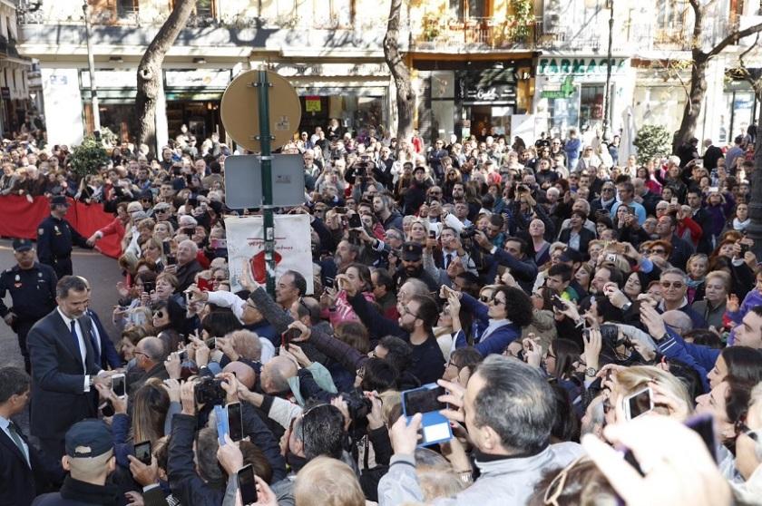 Visita de SSMM al Mercado central de Valencia en su centenario