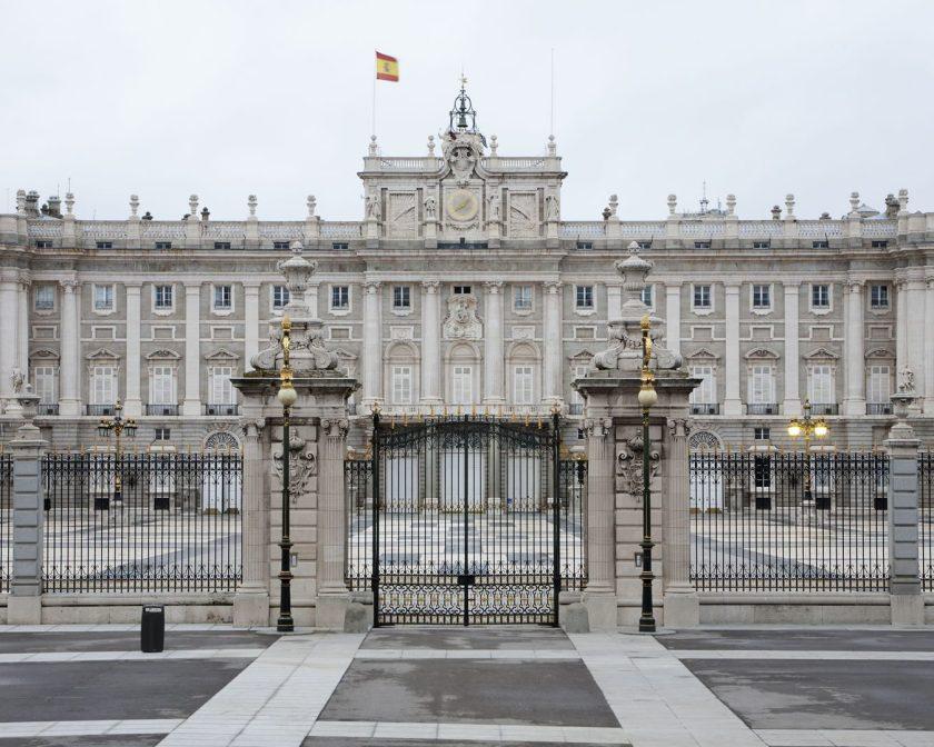 El rey felipe vi se traslada al palacio real casa real for Oficinas del inss en madrid capital